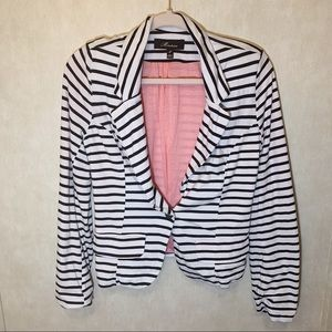 🎃Monteau black and white blazer. Size M.
